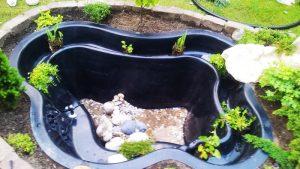 Ein Fertiges Teichbecken für den Gartenteich