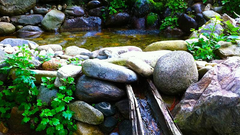 Naturlicher bachlauf garten  Wie legt man einen Bachlauf an - Gartenteich Hilfe
